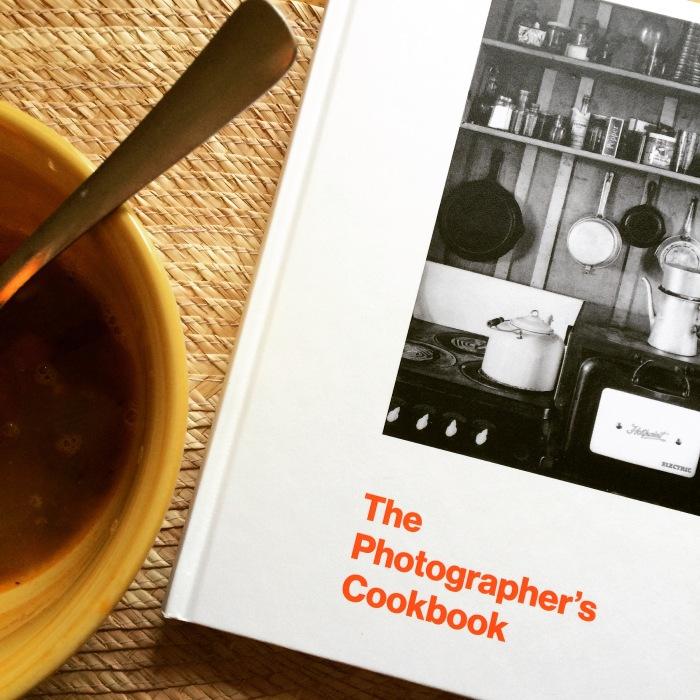 El libro de cocina de los fotógrafos: recetas e imágenes para la vista y elgusto.